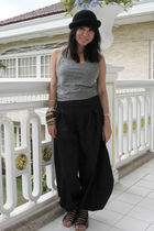 black H&M hat - gray H&M top - black Encore pants - black Dolce Vita shoes - bei