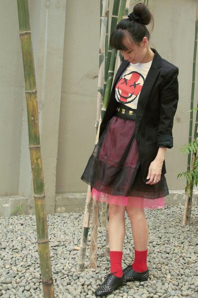black Giordano Ladies blazer - red cotton Nordstrom socks