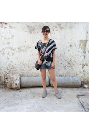 dark gray t-shirt - blue cotton on shorts