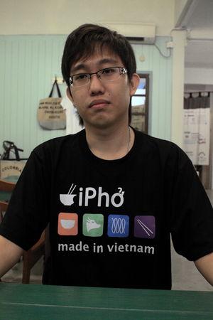 black ipho vietnam street t-shirt
