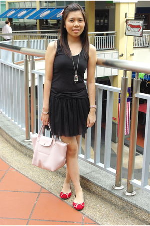 black skirt - red shoes - pink LongHamp bag - black bought it from sg top - silv