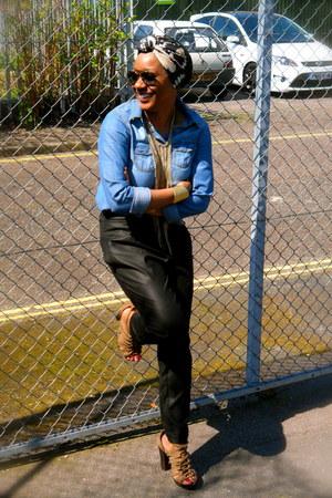 H&M shirt - La Redoute scarf - H&M pants - Topshop sandals - H&M bracelet