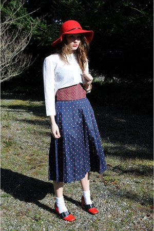 red felt hat boho girl hat - Hush Puppies loafers - sweet rocket 99 skirt