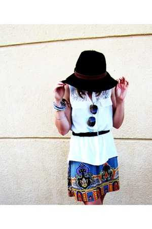 indie print Rue 21 dress - black belted Forever21 hat - bangles Rue 21 bracelet