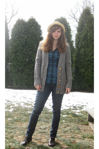 gray Forever 21 sweater - blue Forever 21 shirt - blue Levis jeans - brown Pinea