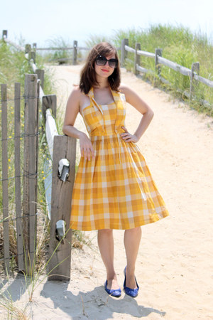 mustard Blutsgeschwister dress - black Lucky Brand sunglasses