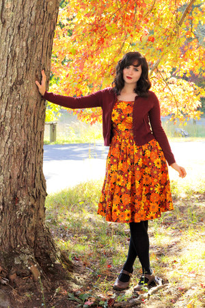 light orange sunflower print modcloth dress - black Target tights