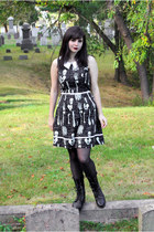 black lace up American Eagle boots - black skeleton print Folter dress