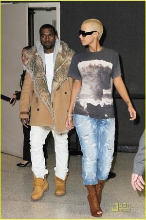 t-shirt - coat