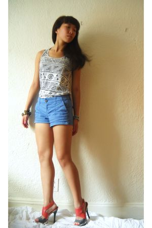 gray Forever 21 shirt - red shoes - blue Old Navy shorts