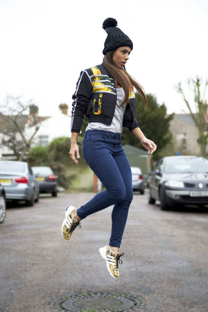 Topshop jeans - Adidas jacket - Adidas sneakers - River Island t-shirt