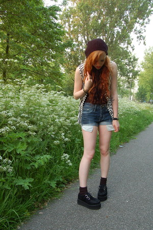 black suede Creeper shoes - navy boyfriends jack & jones shorts