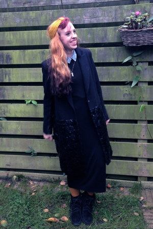 black moccasin Minnetonka boots - black maxi H&M dress - black River Island coat