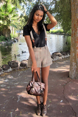 tawny plaid H&M shorts - black v neck Victorias Secret shirt