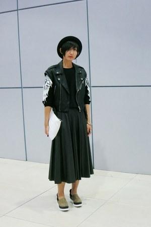 Zara bag - Millies shoes - H&M hat - Zara skirt - Bershka vest