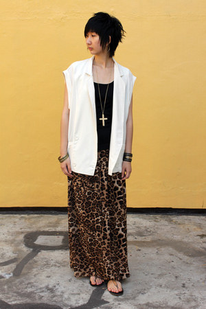 from hong kong skirt - Venilla Suite sandals - from Seoul vest