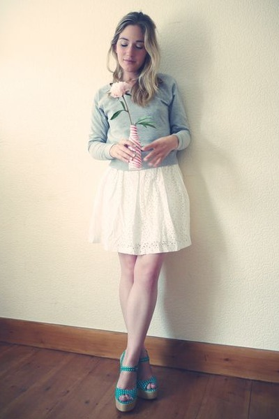 white Tahari skirt - turquoise blue Love Label heels - gray H&M sweatshirt