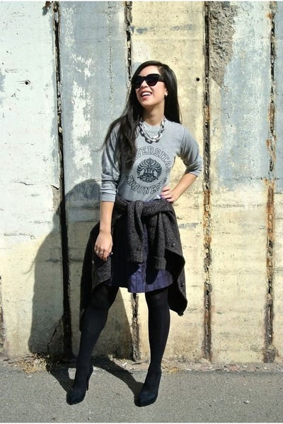 deep purple faux leather boutique skirt - gray sweater - black Zara heels