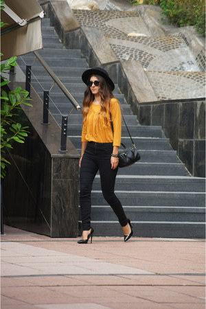 black H&M hat - black Stradivarius bag - yellow New Yorker t-shirt