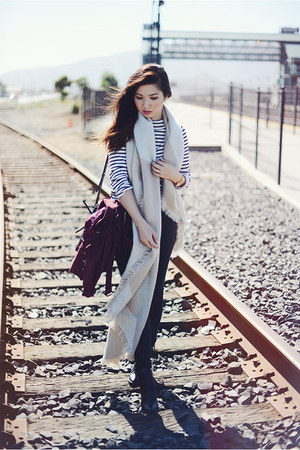eggshell Urban Outfitters scarf - ivory striped Gap t-shirt