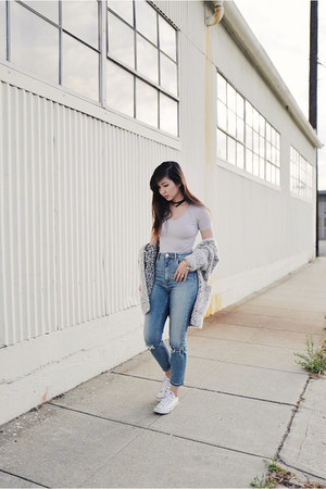 sky blue slim mom asos jeans - heather gray boucle Zara sweater