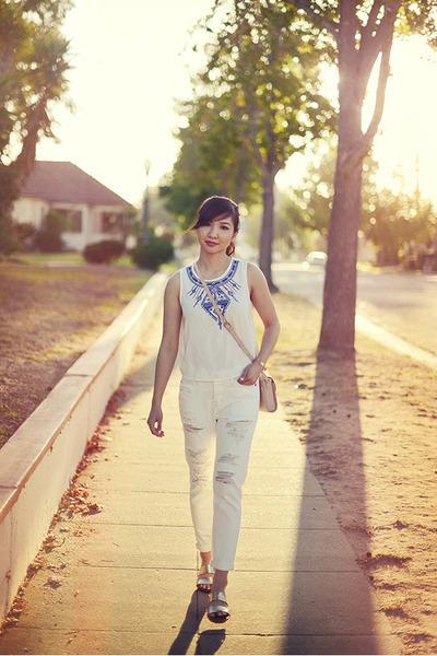 white boyfriend Abercrombie jeans - light pink crossbody Zara purse