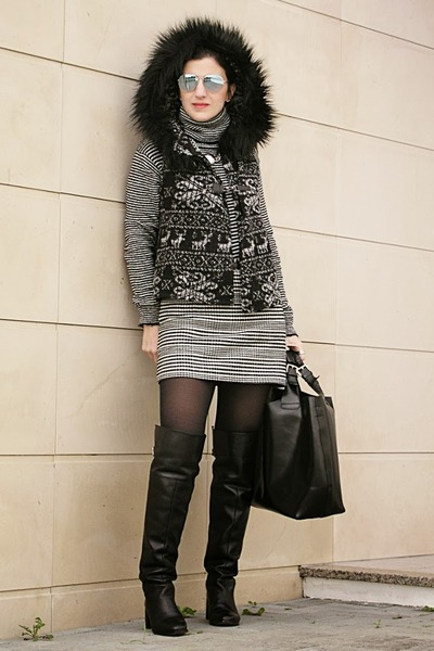 black mid-heel otk Zara boots - black Zara sweater - black leather Zara bag