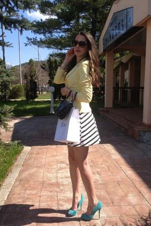 navy vintage bag - white Zara dress - light yellow blazer - brown sunglasses