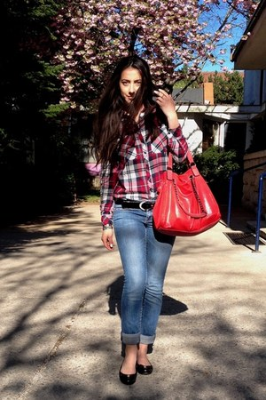 red Stradivarius shirt - blue New Yorker jeans - red Paolo bag