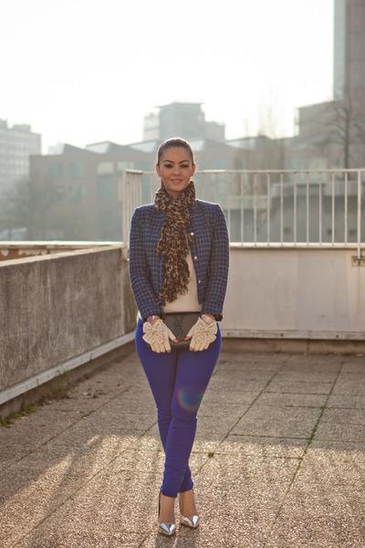 Zara shoes - blue blazer Zara blazer - léopard étole Louis Vuitton scarf