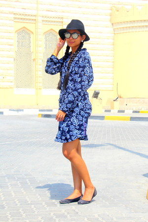 white bollywood shirt - blue bollywood dress - black Forever 21 hat