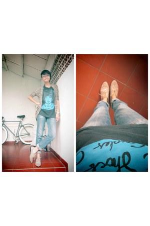 black WSaTCC t-shirt - blue LM for HW jeans - camel Forever 21 loafers
