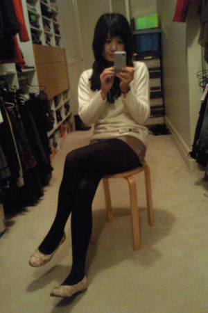 white vintage sweater - brown blockout shorts - black tights - blue scarf - beig