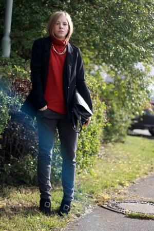 Secondhand shoes - H&M blazer - my moms bag - Primark pants