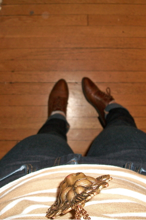 Carriage Court shoes - Gap jeans - Gap shirt - American Apparel skirt - Uniqlo t
