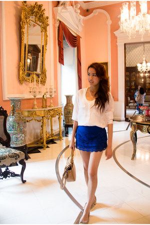 white calvin klein blouse - blue hollister skirt