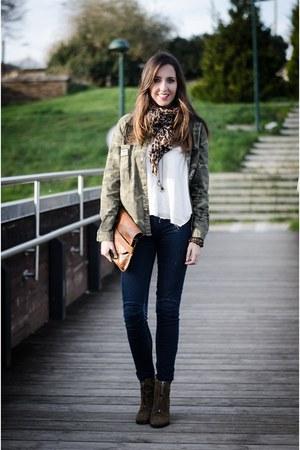 Zara blouse - Bimba & Lola boots - Bershka jeans - Oysho shirt