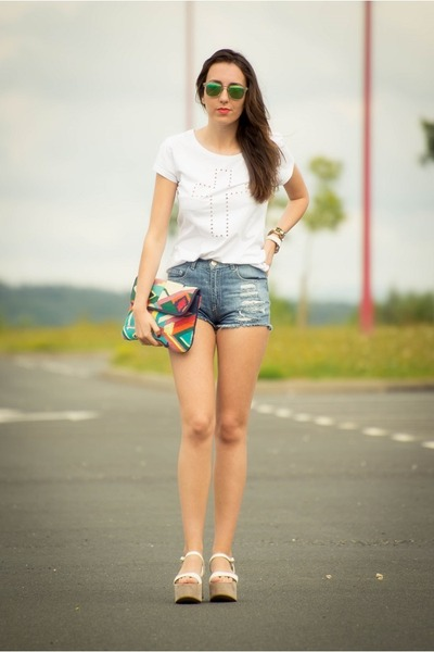 Oysho bag - Lefties shorts - carrera sunglasses - Zara wedges