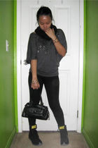 black scarf - gray top - black leggings - black NIke Zoom Bold Sister boots - bl