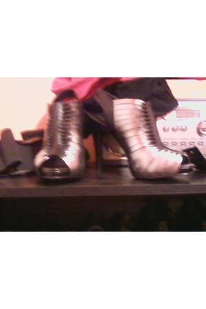 gray BCBG shoes
