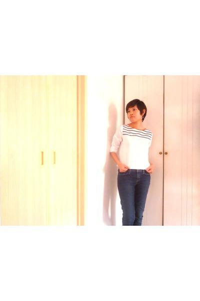 white bysi blouse - navy super skinny denizen jeans - silver Chomel earrings
