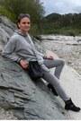 Black-bata-boots-gray-skinny-stradivarius-jeans