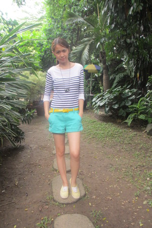 yellow thrifted belt - aquamarine Forever 21 shorts - white striped Tomato top