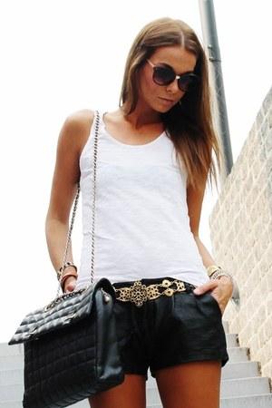 black vintage bag - white H&M shirt - black Zara shorts