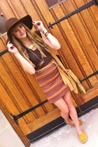 dark brown floppy thrifted hat - camel thrifted bag - thrifted skirt