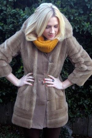 camel vintage faux-fur coat - gold Locket accessories - dark brown suede pants
