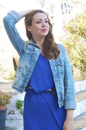 blue one shoulder Zara dress - blue denim jacket Zara jacket