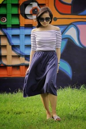 Bershka shirt - Prada sunglasses - Stradivarius skirt