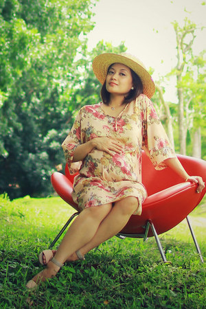 Rustans dress - H&M hat - Zalora sandals