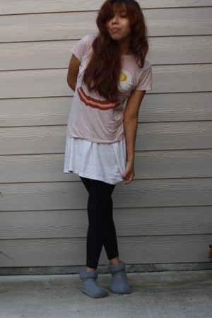 peach UO shirt